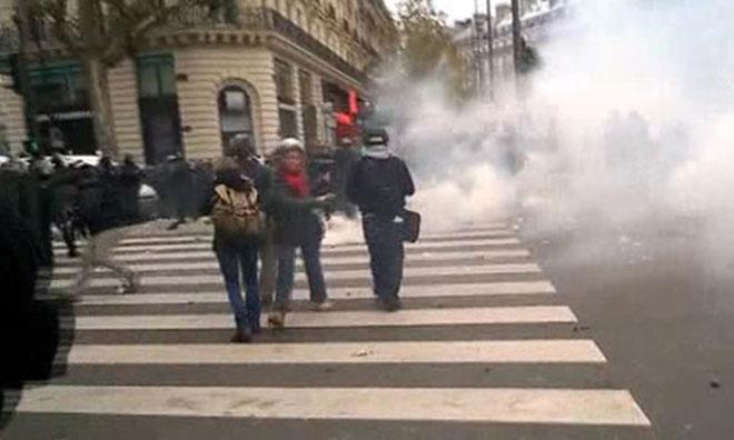 Paris 'Gaz'a Boğuldu: 174 Gözaltı