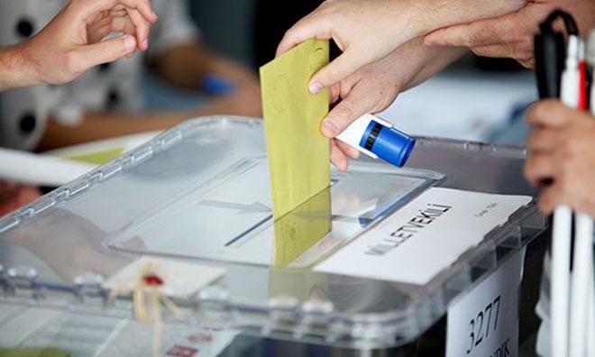 Tuhaf Seçimde Taht Oyunu