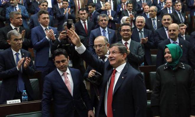 AKP Grubunda Baykal Böyle Alkışlandı
