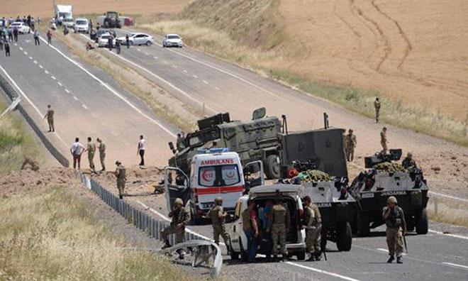 Diyarbakır'da Askeri Araca Saldırı