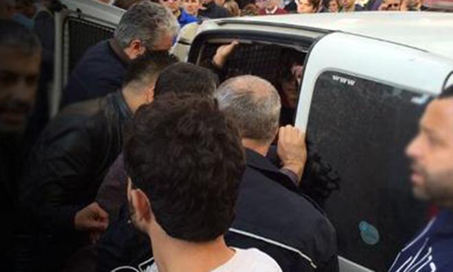 Polisten AKP Protestocuları için Linç Çağrısı
