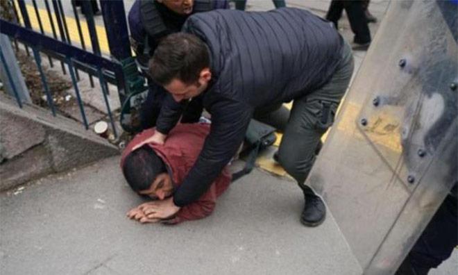 Polis Akademisyenleri Dövdü