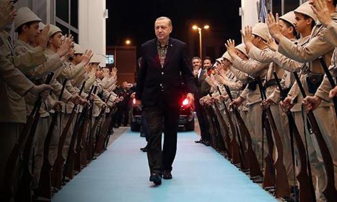 The Guardian'dan Çarpıcı Bir Türkiye Yorumu