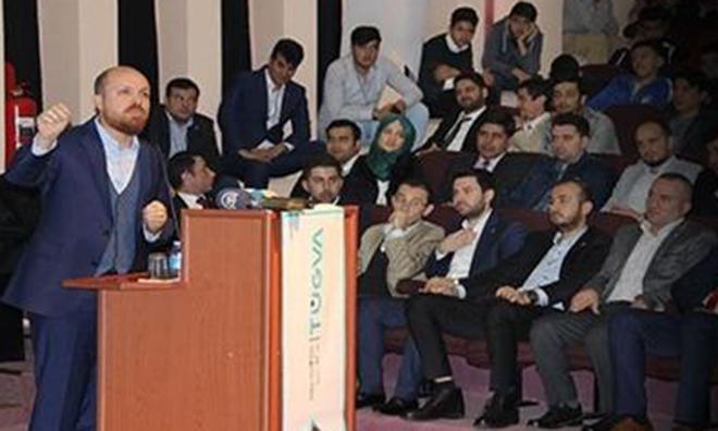 Tehditle Bilal Konferansına İzmir Marşlı Protesto