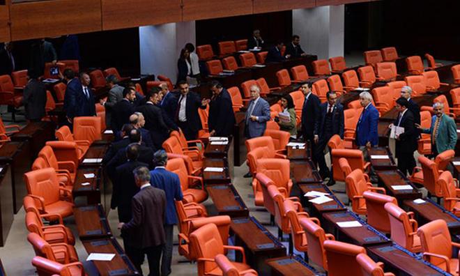 AKP Krizden Kıyak Maaş Çıkardı