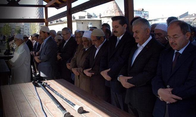 Gülen'in Ağabeyinin Cenazesi'nde 2 AKP'li Bakan 1 Başbakan