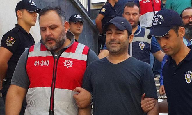 """""""Fetullah'la Fotoğrafı Var, Bize Terörist Diye Bağırıyor"""""""