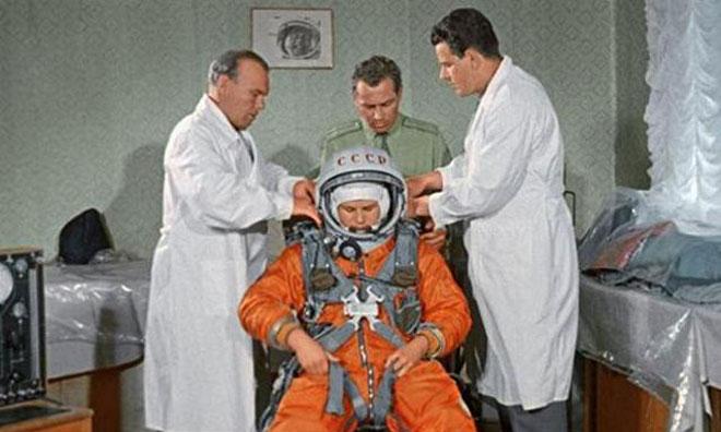 Astronotlar Ne Yer, Ne İçer, Kaç Para Kazanır?