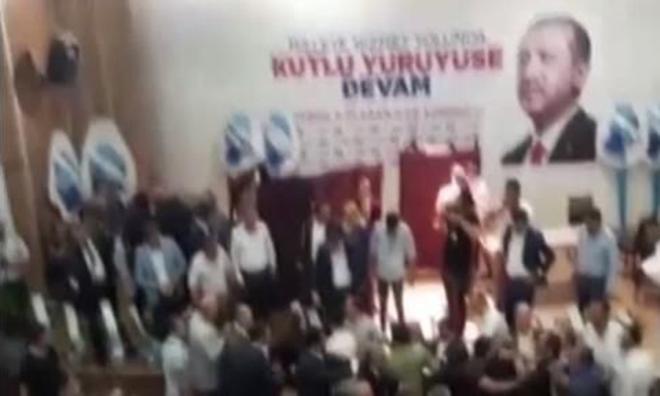 Dombra Eşliğinde Tekme Tokat AKP Kongresi