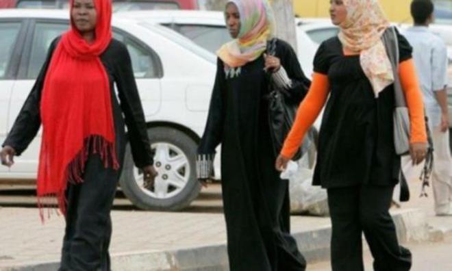24 Kadın Kırbaç Cezası ile Karşı Karşıya