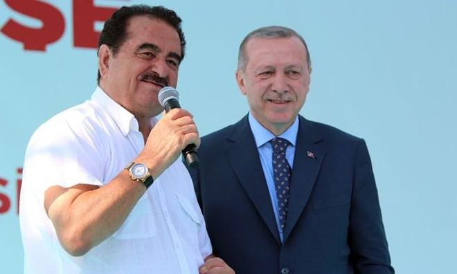 Bir İzmir Mitingi İki Kuyruklu Yalan