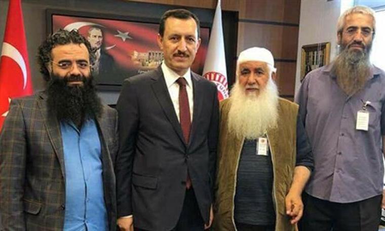 """""""Demokrasiye İnanmıyoruz Ama Oylarımız Erdoğan'a"""""""
